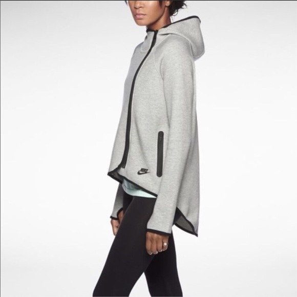 178b6bcd6a75 Nike women s gray tech fleece cape jacket. M 5a9b65b500450f9412182519